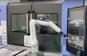 Cobot performs a machine tending task like a pro – thanks to a DH Robotics AG-95 gripper